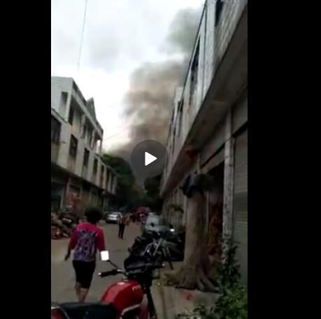 漳州市区北环城路附近一油漆厂发生火灾